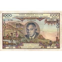 Madagascar - Pick 56b - 1'000 francs - 200 ariary - 1963 - Etat : TB